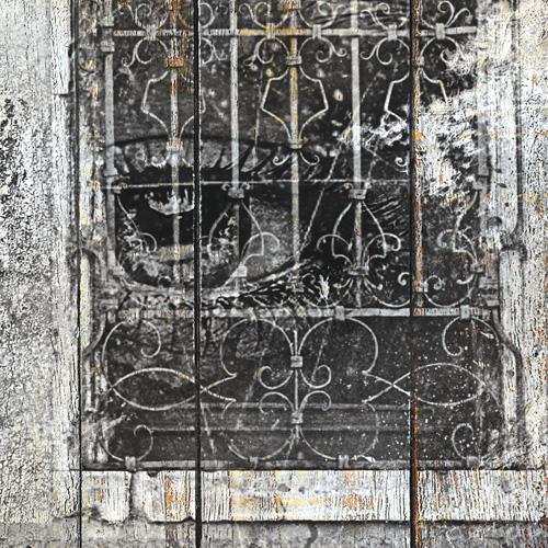 Tableau bois palette femme fen tre noir et blanc for Fenetre noir et blanc